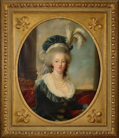 Marie-Antoinette au livre en robe bleue 30fead10