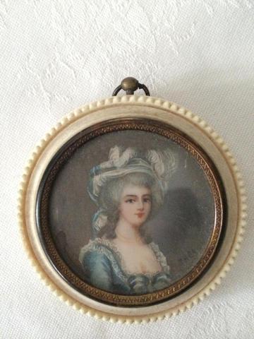 A vendre: miniatures de Marie Antoinette et de ses proches - Page 3 Bc22f410