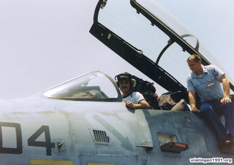 CV & CVN : Aircraft Carriers - Porte-avions - Page 9 15o_du10