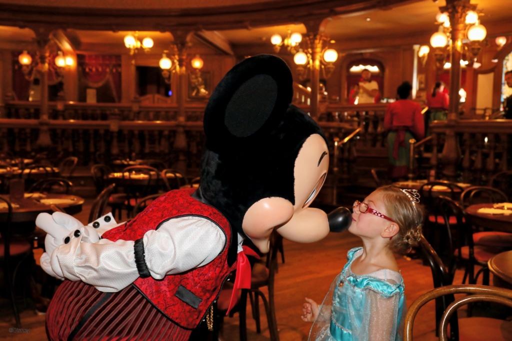 [Nouveau] Prenez le goûter avec Mickey, Dingo et Minnie au Lucky Nugget Saloon - Page 2 21150910