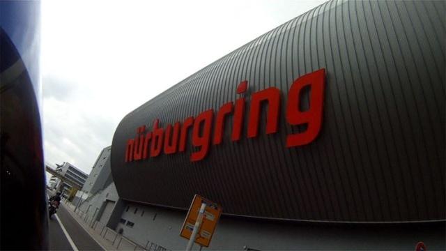 [Nürburgring] Même les allemands attendent les nouveaux riches ! 10265510