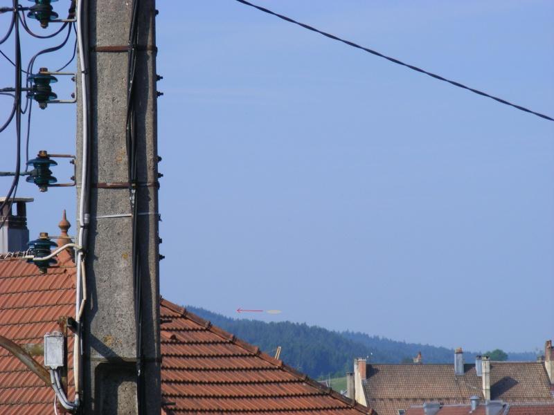 2010: le 29/06 à 08h20 -  genre zeppelin gris brillantUn Ovni de grande taille -  Ovnis à pontarlier - Doubs (dép.25) Observ11