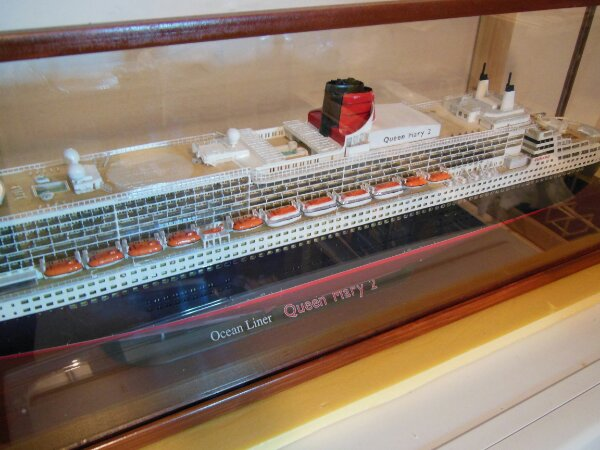 Revell Queen Mary 2 1:400 20141117