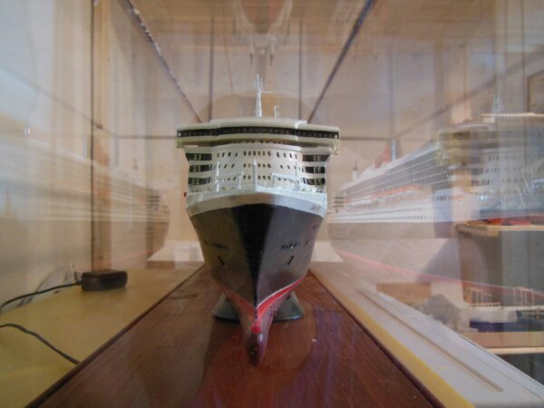 Revell Queen Mary 2 1:400 20141118