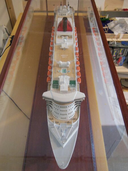 Revell Queen Mary 2 1:400 20141119