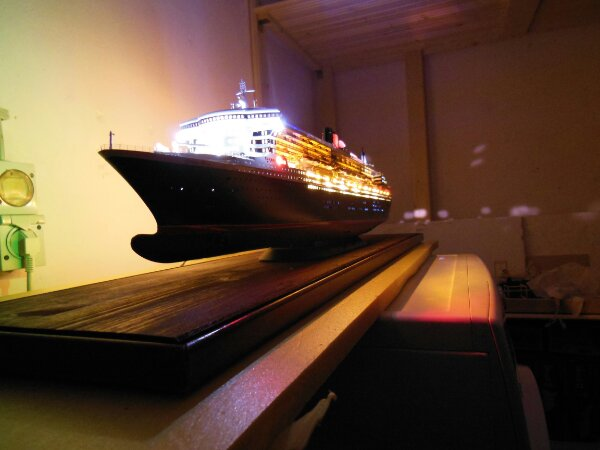 Revell Queen Mary 2 1:400 20141123