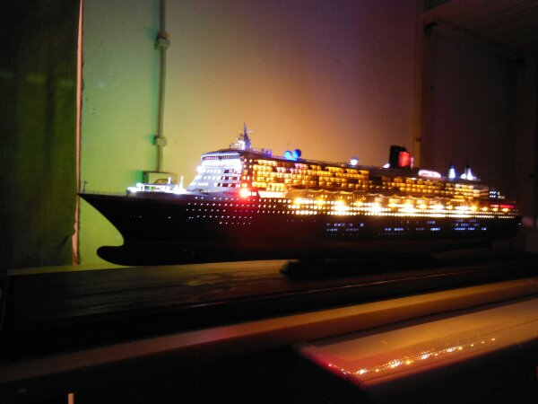 Revell Queen Mary 2 1:400 20141124