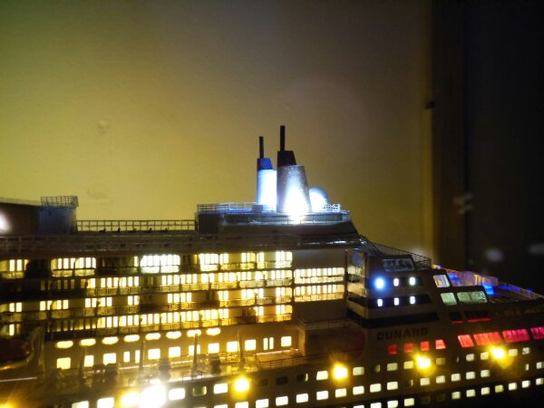 Revell Queen Mary 2 1:400 20141128