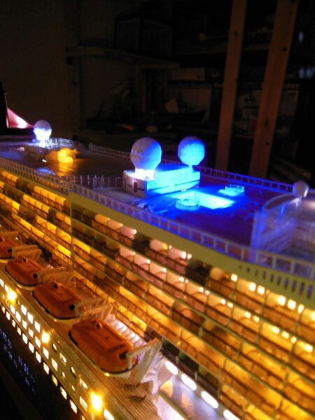 Revell Queen Mary 2 1:400 20141131