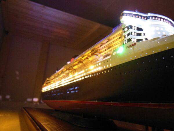 Revell Queen Mary 2 1:400 20141134