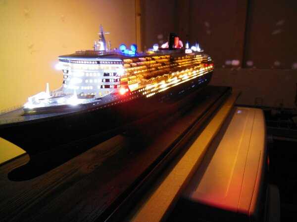 Revell Queen Mary 2 1:400 20141135