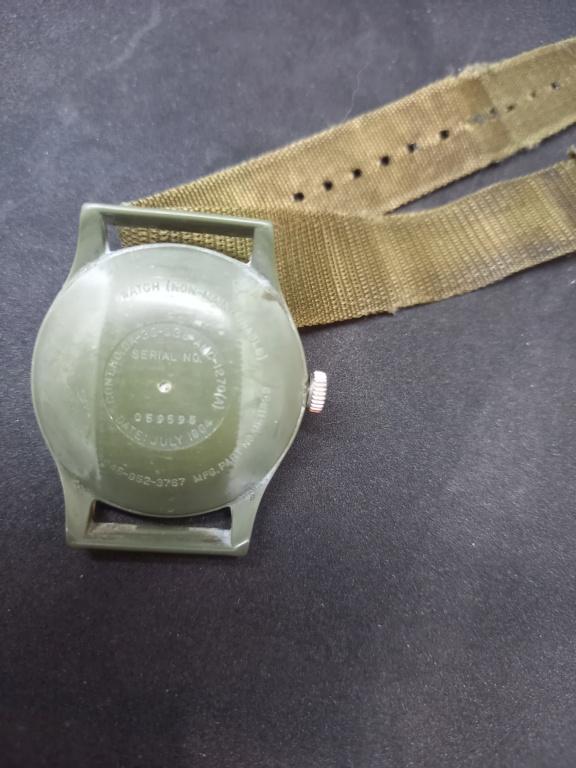 Montres en plastique américaines de l'ère de la guerre du Vietnam. 20210410