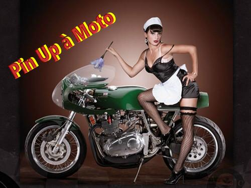 LES PIN UP A MOTO 22815310