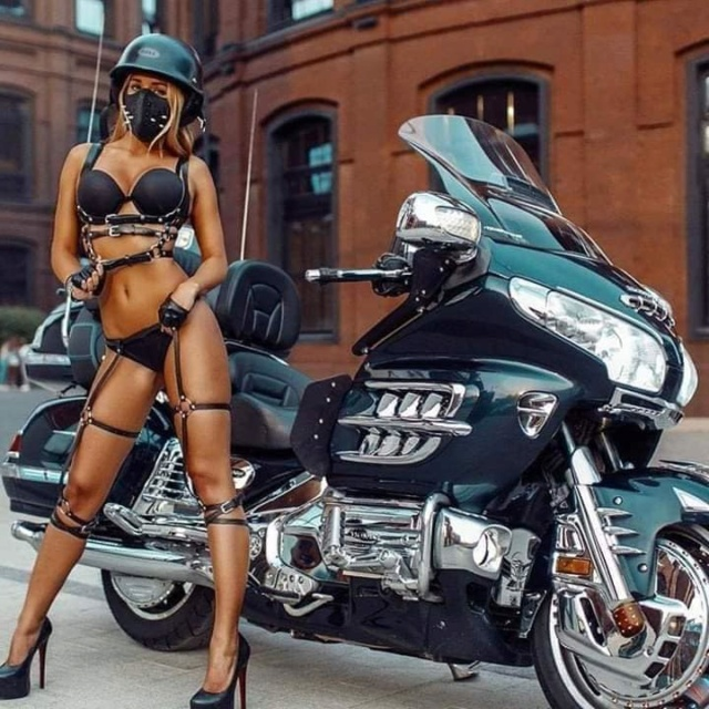LES PIN UP A MOTO 44668810