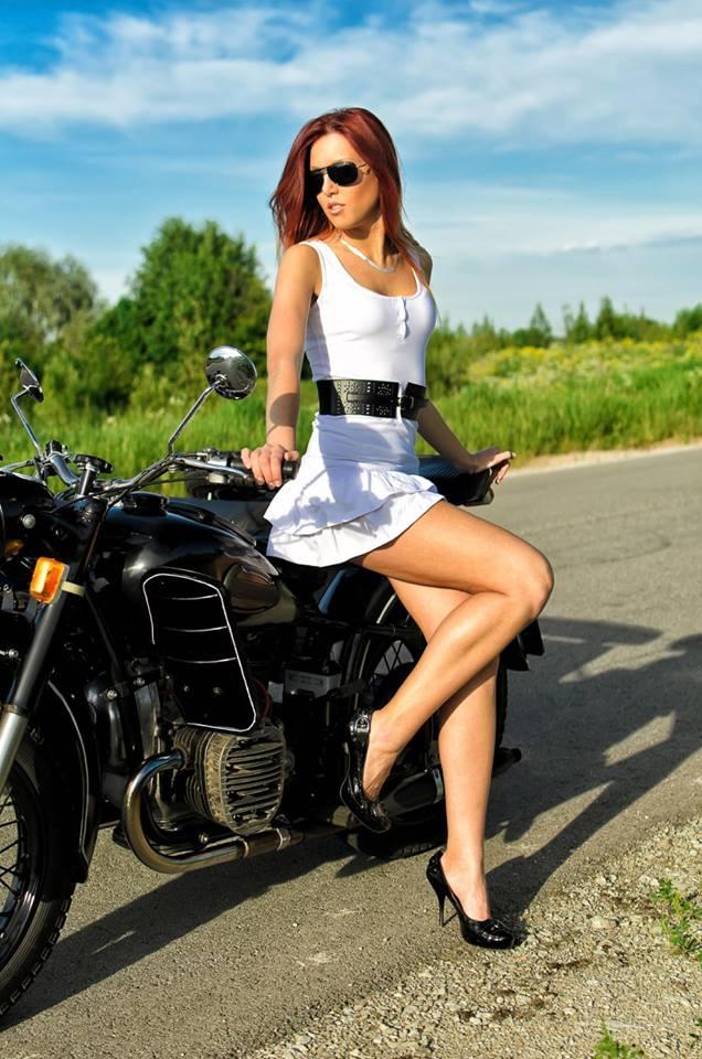 LES PIN UP A MOTO - Page 4 49766510