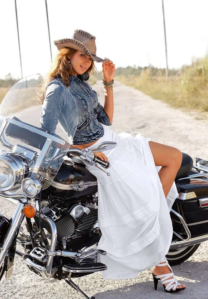 LES PIN UP A MOTO - Page 4 50081010