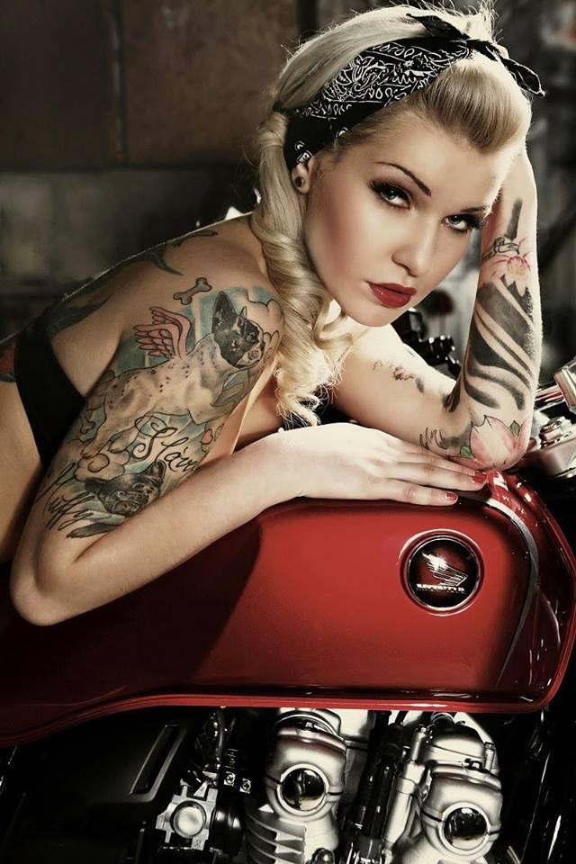 LES PIN UP A MOTO - Page 6 57064210