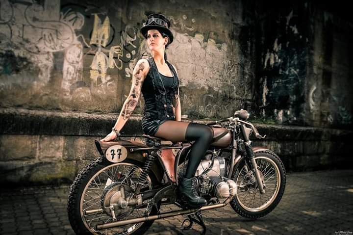 LES PIN UP A MOTO - Page 4 Fb_im134
