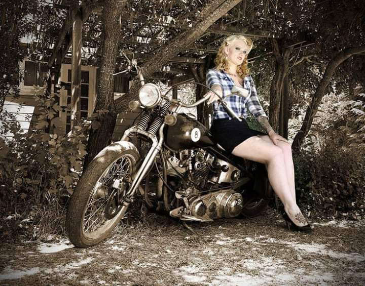 LES PIN UP A MOTO - Page 4 Fb_im140