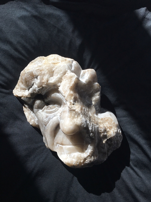 2 autres visage en pierres Img_e310