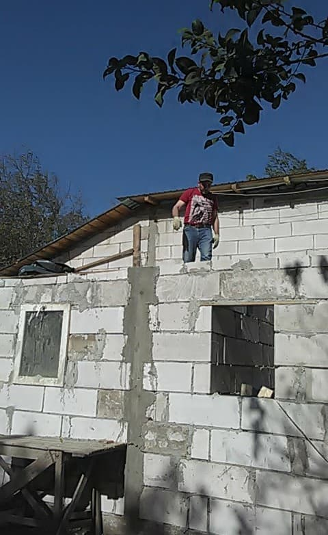 CONSTRUCTION D'UNE PIECE POUR LES CHIENS EN LIBERTE 2018_110