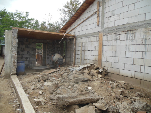CONSTRUCTION D'UNE PIECE POUR LES CHIENS EN LIBERTE Dscn3013