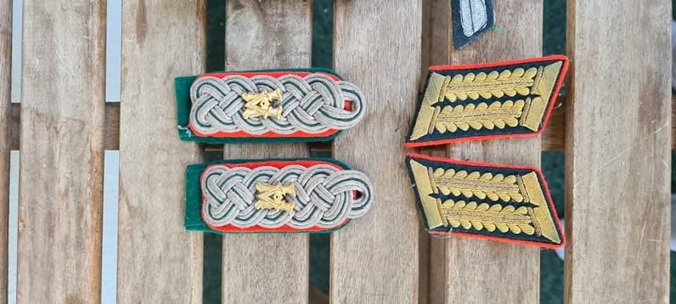 identification épaulettes et pattes de col Insign10
