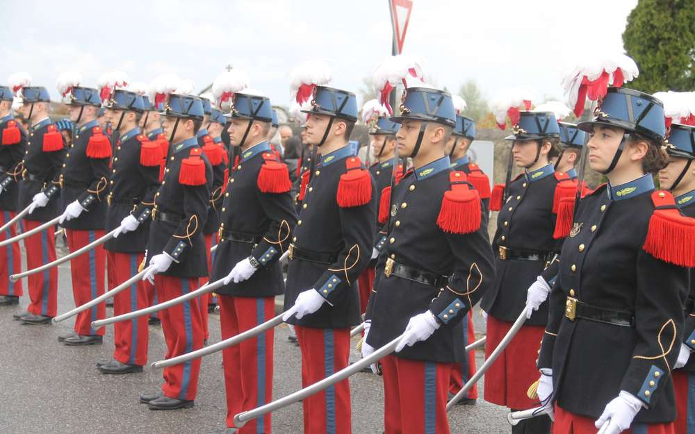 """Dragonnes """"modernes"""" de sabres des écoles, Garde républicaine, gendarmerie. Des-ho10"""