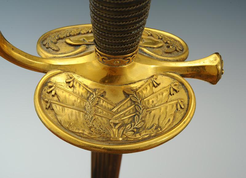 Ne pas confondre : épée à ciselures et épée d'officier supérieur de gendarmerie  Produi15