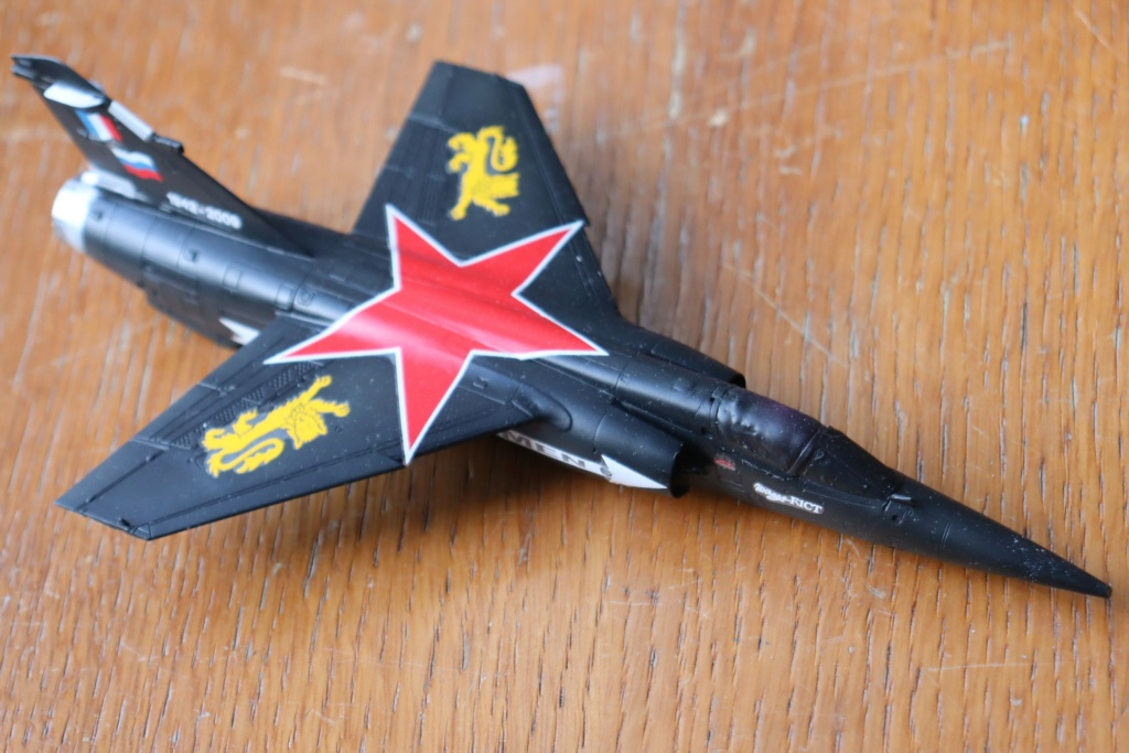 Mirage F1 CT déco spécial ( 1/72 REVELL ) fini en page 5  - Page 4 Img_0322