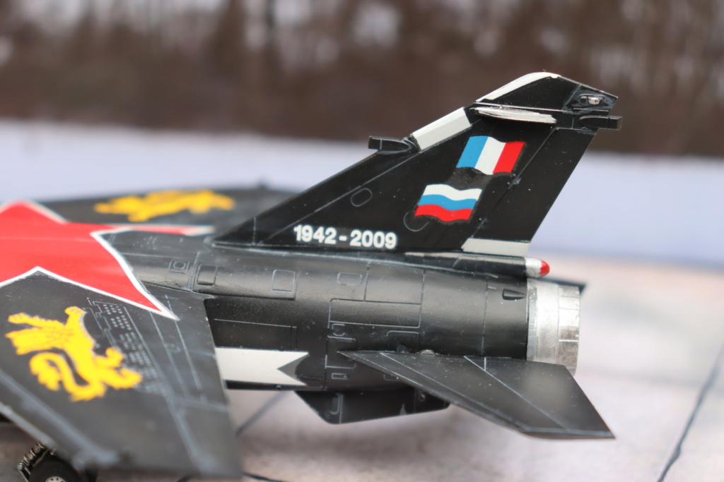Mirage F1 CT déco spécial ( 1/72 REVELL ) fini en page 5  - Page 5 Img_0335