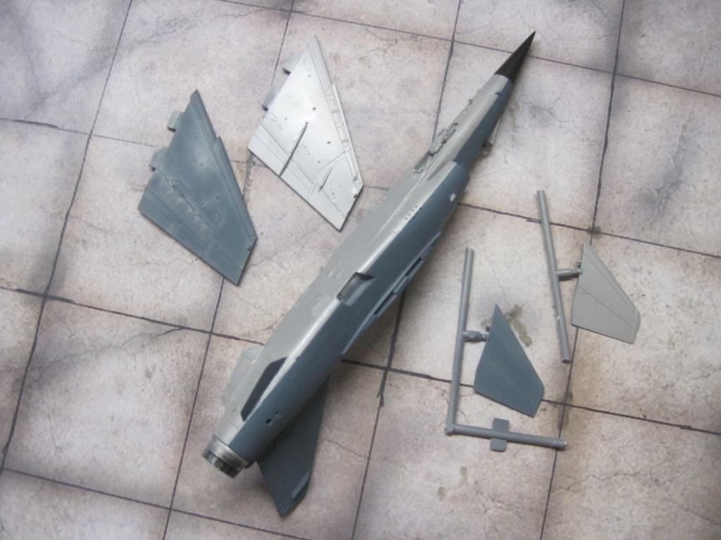 Mirage F1 C Normandie Niemen ( Special - Hobby au 1/72 )  Img_8637