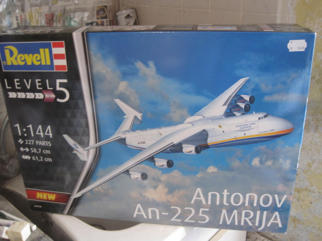 AN 225 ( Revell au 1/144 )  Img_8820