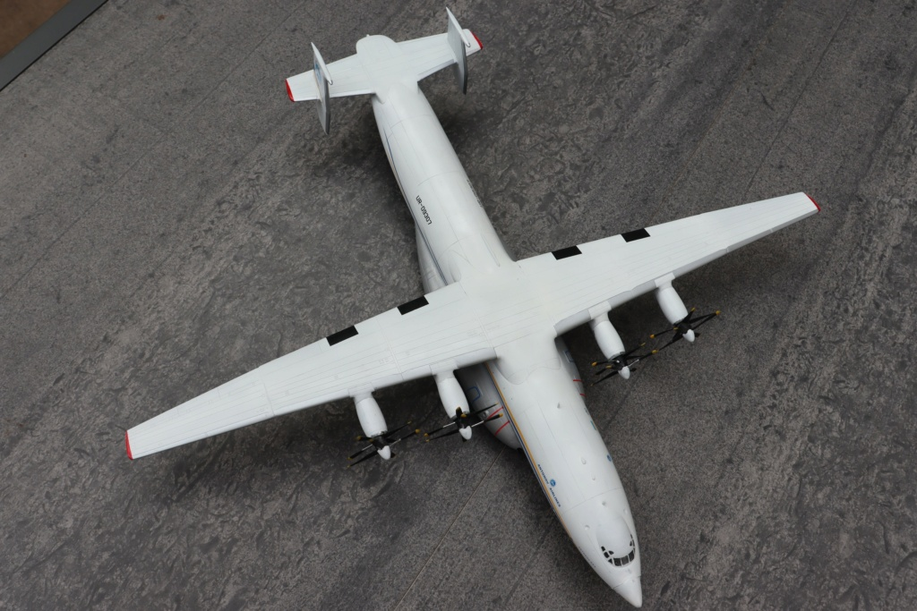 Antonov AN 22 ( AA au 1/144 ) - Page 4 Img_9935