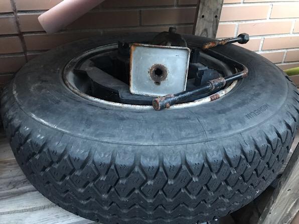 Llanta y neumático repuesto CX 057a2510