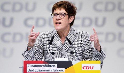 Pogledajte novu vođu CDU-a - Page 2 Annegr10