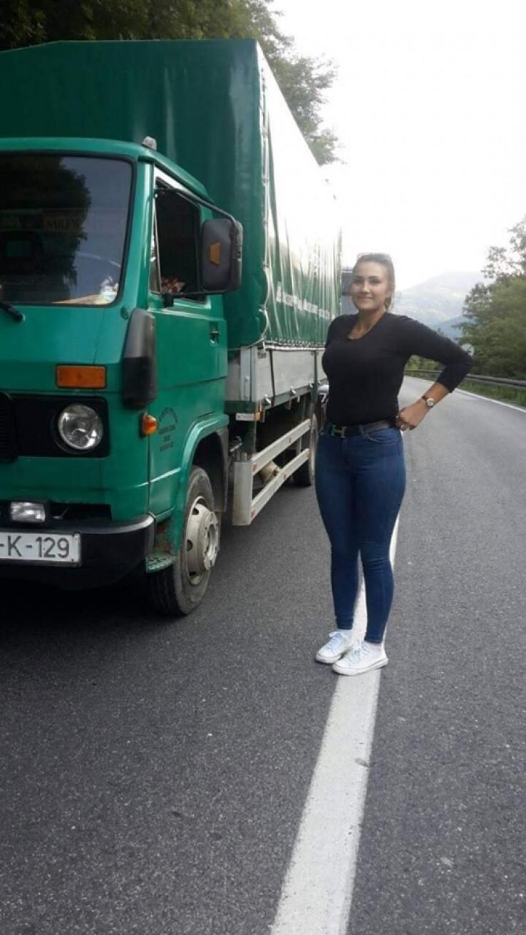 Za Longija: Šefika sa svojim kamionom iz Nemile izazvala pometnju u BiH W87312