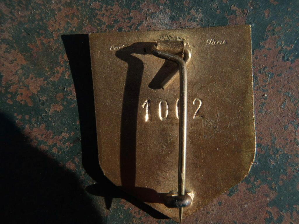 Les numéros de matricule et les insignes 2DB numérotés 1002_210