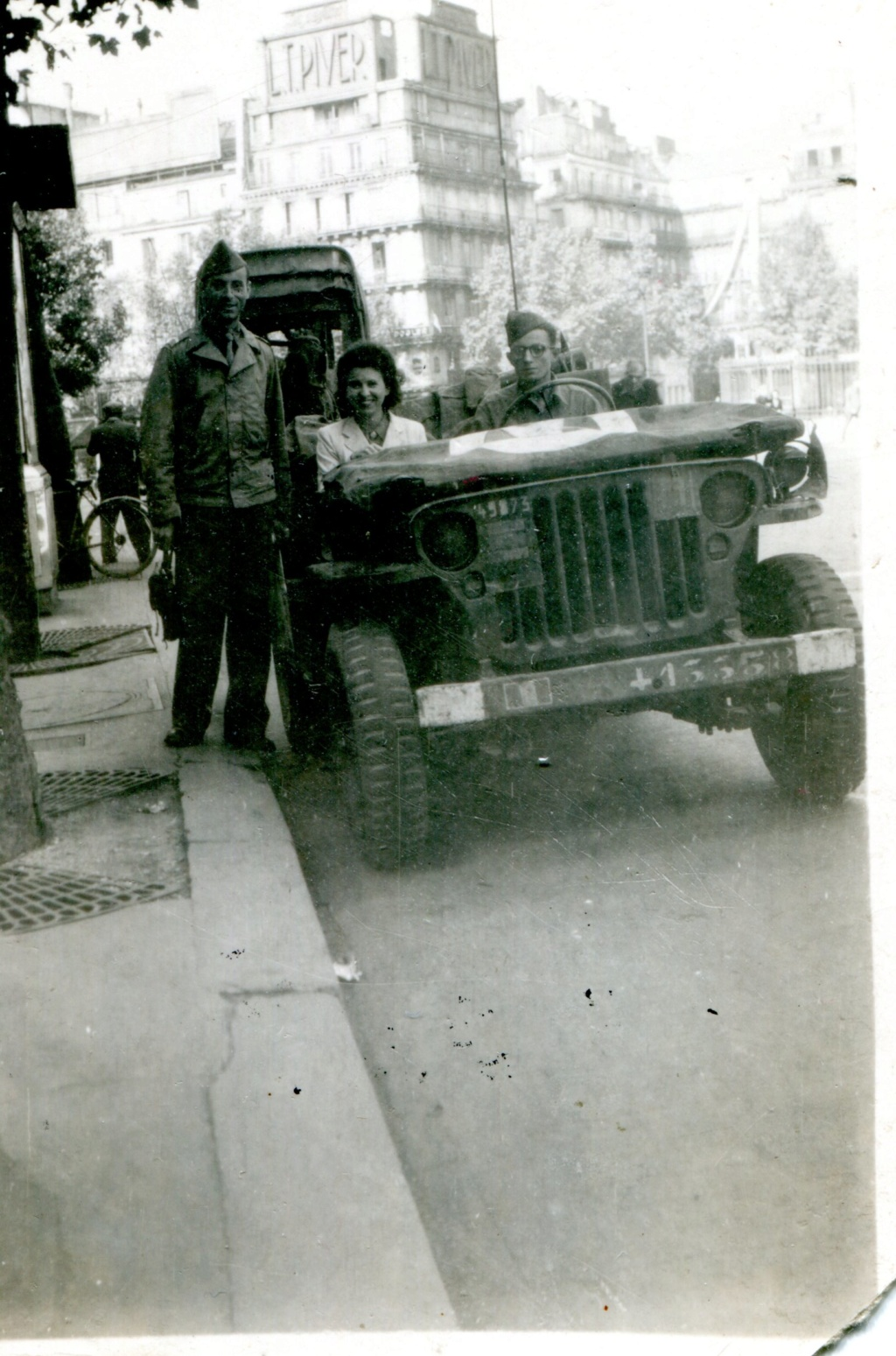 A commenter : jeep Paris-Biarritz + sherman 41335813