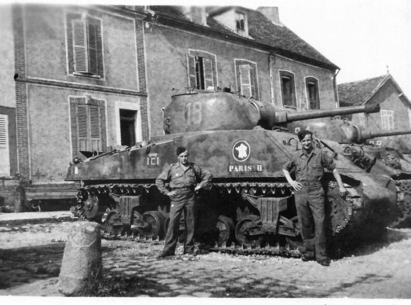 """vieux sujet ( buldozer et Sherman """" Paris """" ) Parisi10"""