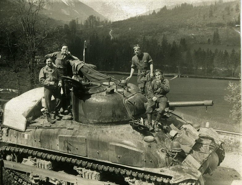 Taille et position des marquages d'un Sherman de la 2ème DB  Petitm10