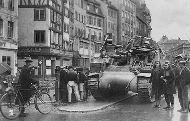 Libération de Strasbourg. Char TD M10 le Strasbourg  Rue-de10
