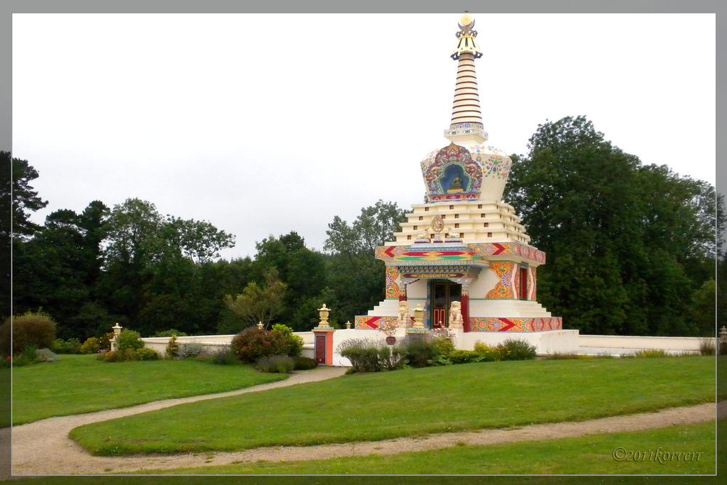 Les stupas en Europe Stupa_10
