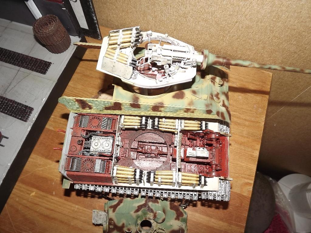 King Tiger avec intérieur - Takom - 1/35 Dscf4147