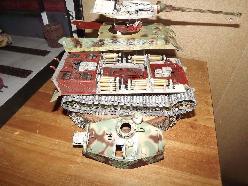 King Tiger avec intérieur - Takom - 1/35 Dscf4148