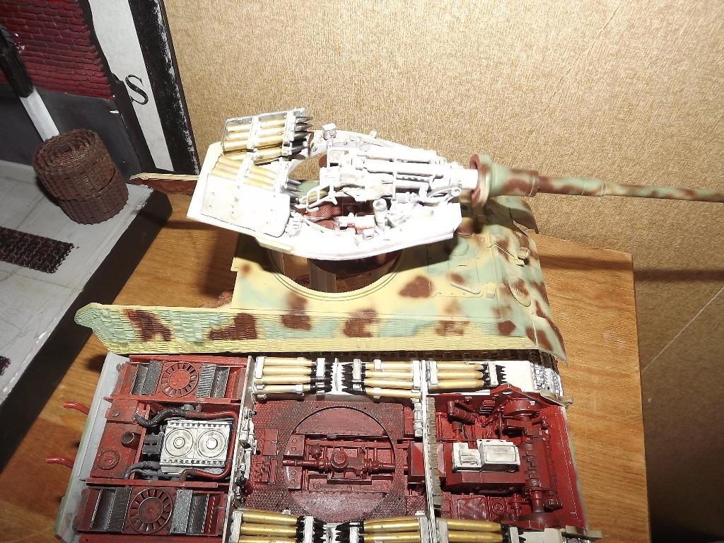 King Tiger avec intérieur - Takom - 1/35 Dscf4149