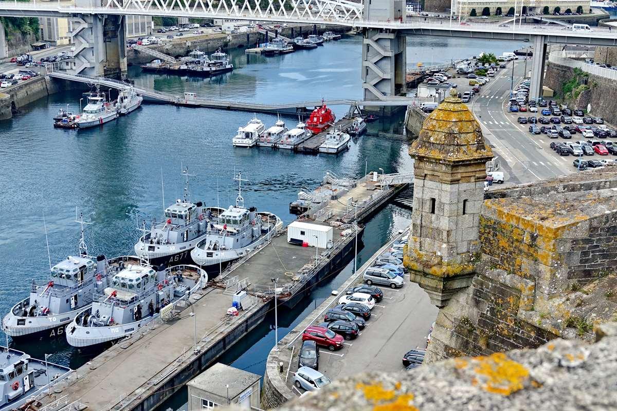 [Les ports militaires de métropole] Port de BREST - TOME 3 - Page 27 _co11193