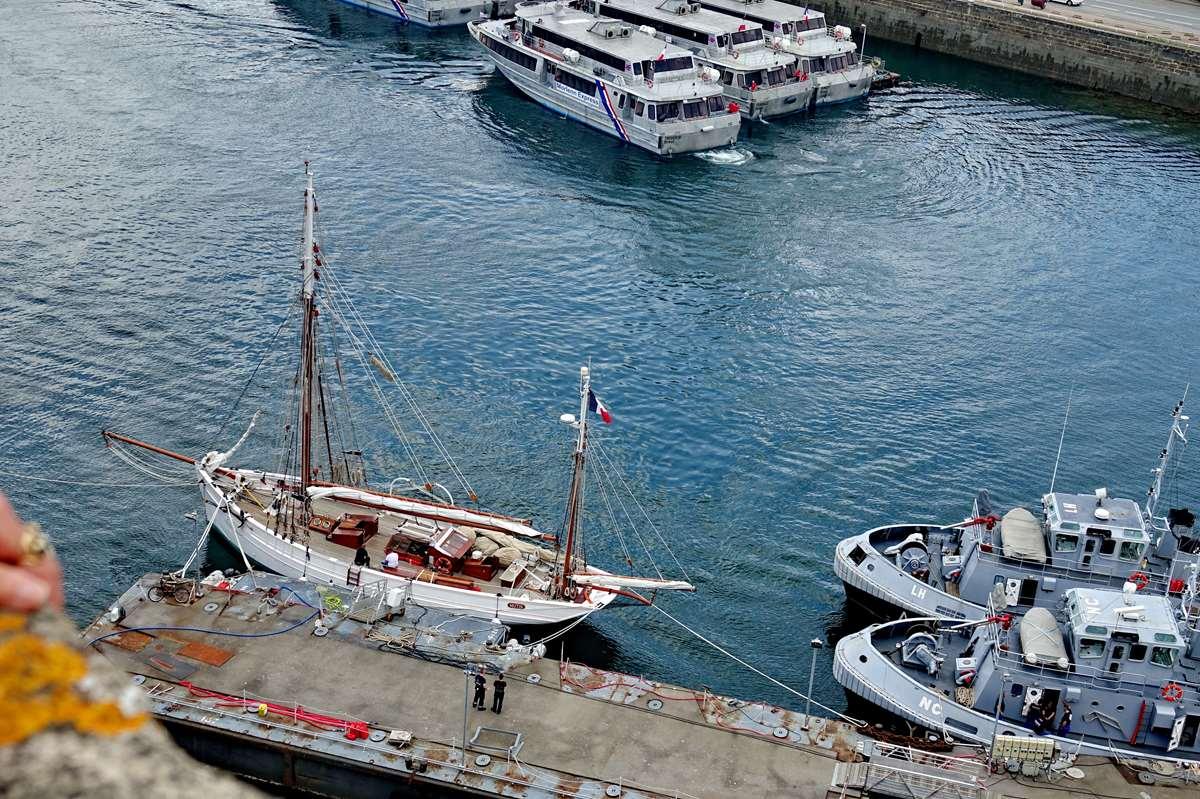 [Les ports militaires de métropole] Port de BREST - TOME 3 - Page 27 _co11204