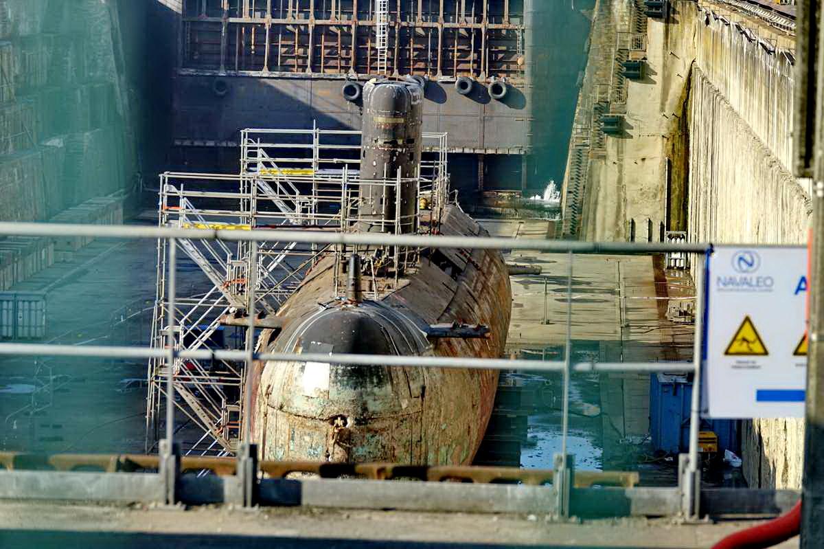 [Autre sujet Marine Nationale] Démantèlement, déconstruction des navires - TOME 2 - Page 24 _co12137