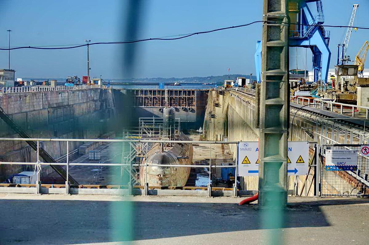[Autre sujet Marine Nationale] Démantèlement, déconstruction des navires - TOME 2 - Page 24 _co12139